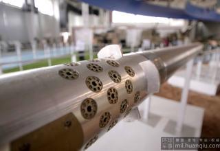 Вид носовой части макета РС калибра 122 мм с газодинамической системой.