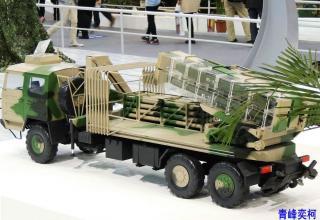 Макет боевой машины РСЗО с транспортно-пусковыми контейнерами.