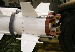 Хвостовой блок макета ЗУР ЗРК HQ-16. http://www.china-defense-mashup.com/hq-16-sam-missile-in-2014-zhuhai-air-show.html