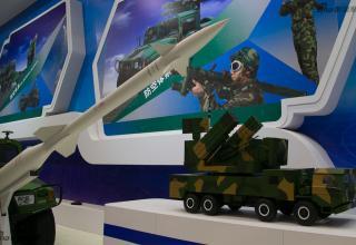 Макет ЗУР и ПУ ЗРК (Китай). http://www.china-defense-mashup.com/fk-3000-defense-system-in-2014-zhuhai-air-show.html