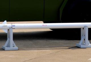Макет ЗУР FB-10. http://defenceforumindia.com/forum/china/64618-airshow-china-2014-11th-nov-16th-nov-5.html