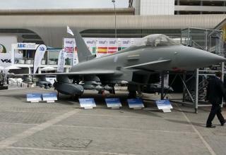 Модель евроистребителя Typhoon с УР Brimstone (Photo: David Brown). http://www.defensenews.com 22.02.2015 г.