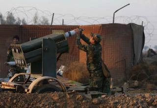 Иракский солдат заряжает ПУ во время боестолкновений 02.01.2015 г. Mohammed Sawaf/AFP/Getty Images. http://globalnews.ca