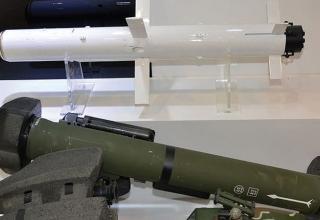 Макет плечевого ПТРК Raybolt от фирмы LIG Nex1. http://www.technonavigator.com По следам выставки IDEX 2015