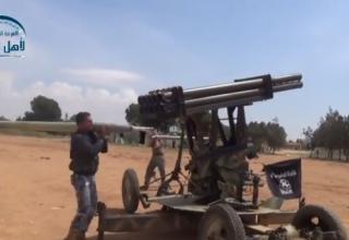 Сирийские повстанцы готовятся к стрельбе в направлении Sheikh Najjar. http://khmertube.khmerelite.ws