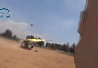 Сирийские повстанцы стреляют в направлении Sheikh Najjar. http://khmertube.khmerelite.ws