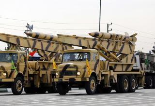 БМ для пуска УР Zelzal. Тегеран. AFP Photo. http://rt.com/in-vision/iran-displays-military-might/military-trucks-carry-missiles/
