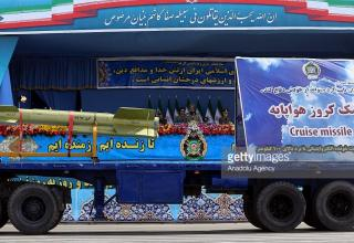 КР. http://www.gettyimages.in/detail/news-photo/an-iranian-cruise-missile-is-transported-in-front-of-news-photo/470183468