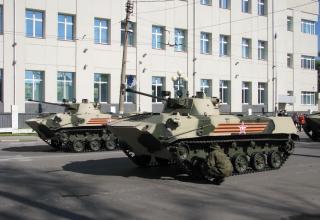 БМД-2. Перед парадом. улица Менделеевская. ©С.В. Гуров (Россия, г.Тула).