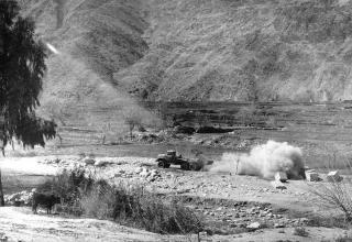 Момент стрельбы из боевой машины 9П138 РСЗО
