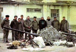 Захваченные у муджахедов турбореактивные снаряды калибра 107 мм и другое вооружение. Из Архива Фотостудии