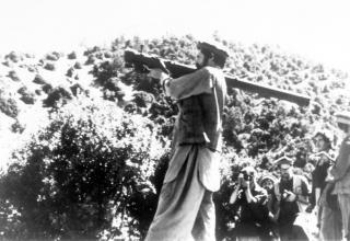 Афганский моджахед с переносным ЗРК Стрела-2, 26.08.1988 г. ru.wikipedia.org/wiki/Афганская_война_(1979—1989)