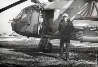 Игорь РОДОБОЛЬСКИЙ возле своей машины во время войны в Афганистане. http://вечерний-екатеринбург.рф/townpeople/VecherOK/8653/