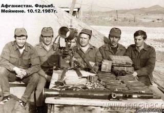 Офицеры ОГ «Душанбе» у захваченной Керкинской ДШМГ в районе кишлака Атаханходжа ПУ ТРС. Источник как к предыдущей фотографии.