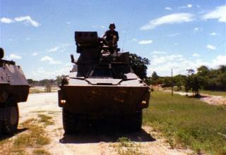 Вид спереди Ratel-ZT3 противотанкового подразделения 32 дивизиона.