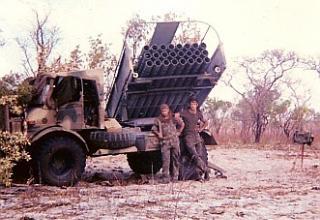 БМ РСЗО Valkiri и военнослужащие бригады Manuel de Carvalho and L/bdr. http://www.warinangola.com/Default.aspx?tabid=999