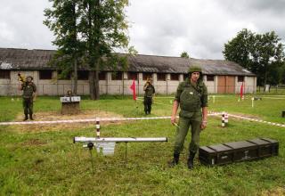 http://www.rosinform.ru/photo/odin-den-zenitno-desantnogo-polka/#slide-10