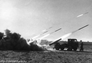 Стрельба из боевых машин 9П125 Полевой реактивной системы М-21В. http://desantura.ru/forums/index.php?showtopic=14479