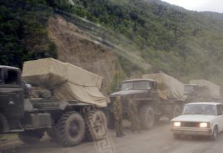 Российские войска на дороге в город Цхинвали. http://army.lv/image_descr.php?id=11268&s=332&pid=193
