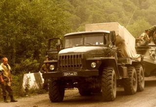 Российские войска на дороге в город Цхинвали. http://army.lv/image_descr.php?id=11269&s=332&pid=193