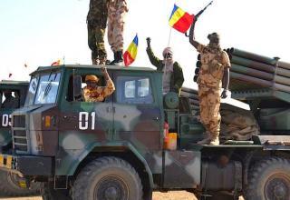 БМ Type 81 и военнослужащие армии Чада в Мали. https://twitter.com/ToyotaWars/status/611952975444115456