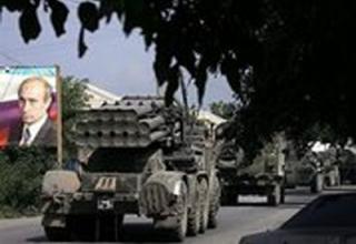 Российские войска выводятся из города Цхинвали, 25 августа 2008 года. Франс Пресс/ Дмитрий Костюков.