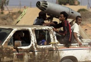 Бойцы анти-Каддафи. www.foxnews.com/world/2011/09/27/report-20000-heat-seeking-missiles-may-be-missing-from-libyan-warehouse/