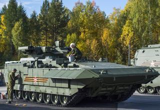 Тяжёлая БМП Т-15 на платформе «Армата». Фото: Алексей Мальгавко / РИА Новости. http://lenta.ru/articles/2015/09/11/rae/?f