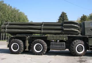 Вид артиллерийской части в походном положении боевой машины 9А52 РСЗО