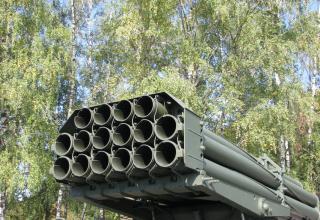 Задний срез пакета направляющих артиллерийской части боевой машины 9П140 РСЗО
