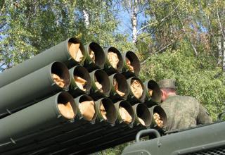 Передний срез пакета направляющих артиллерийской части боевой машины 9П140 РСЗО