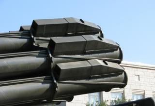 Частичный вид пакета направляющих артиллерийской части боевой машины 9А52 РСЗО