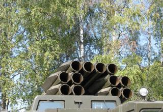 Передний срез пакета направляющих артиллерийской части боевой машины 9А52 РСЗО
