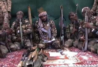 Лидер Boko Haram Abubakar Shekau. http://exile.is/boko-haram-in-hot-water-surrounded-on-all-sides-by-military-forces
