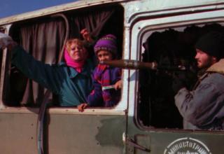 Автобусы с заложниками, захваченными боевиками, направляются в Чечню, 10.01.1996 г. www.kommersant.ru/doc/2630476