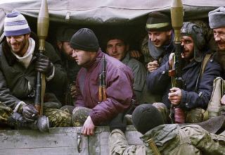 Чеченские боевики отправляются защищать западную часть Грозного, 13.12.1994 г. http://www.kommersant.ru/doc/2630476
