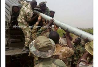 Момент заряжания пакета БМ RM-70. Опубл. 02.01.2016г. www.nationalhelm.net/2016/01/photo-of-nigerian-troops-loading-rocket.html