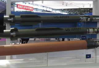 Макеты ракет-перехватчиков для комплексов (снизу вверх) THAAD, PAC-3MSE, PAC-3. Фотография: ©Томас Шульц (Польша).
