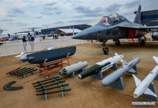 Учебно-тренировочный самолёт L-15 AFT (Китай). http://en.people.cn/n3/2016/0915/c90000-9115302-3.html