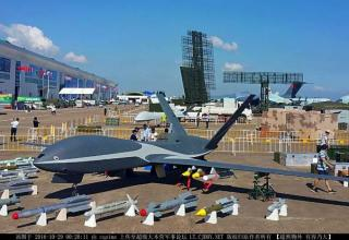 БЛА Cloud Shadow. popsci.com/chinas-new-fleet-drones-zhuhai-2016-airshow-displays-future-chinese-warbots-and-swarms