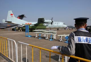 На заднем плане китайский многоцелевой транспортный самолет Y-9.  ©Марина Лысцева/ТАСС. http://tass.ru/armiya-i-opk/3753710