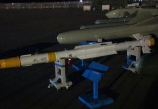 Макет ракеты PL-10E класса