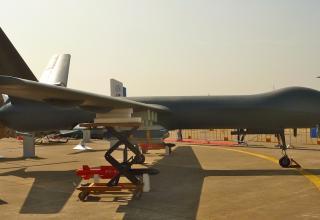 Фото: Reuben Johnson. ainonline.com/aviation-news/defense/2016-11-06/airshow-china-reveals-wide-range-aircraft-weaponry