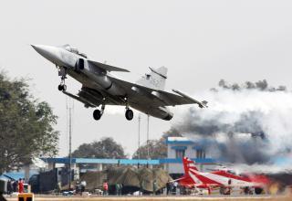 Шведский многоцелевой истребитель четвертого поколения Gripen. © Марина Лысцева/ТАСС. http://tass.ru/armiya-i-opk/4031508