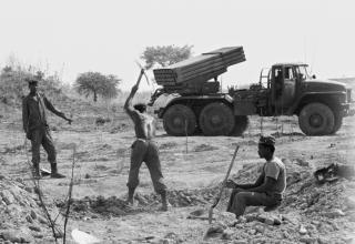 Боевая машина БМ-21. Провинция Huambo. © held by John Liebenberg. digitalcollections.lib.uct.ac.za/collection/islandora-7018