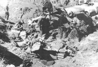 На месте гибели Ми-24В под Гардезом. 335-й ОБВП, 10.12.1987 г. topwar.ru/21468-vertushki-afganistan-mi-24.html