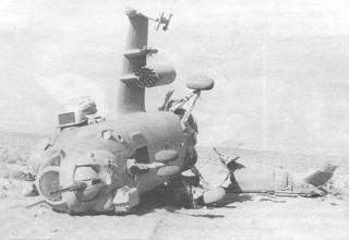 Разбитый при взлете в Фарахруде Ми-24В. 205-я ОВЭ, 9 июня 1986 г. topwar.ru/21468-vertushki-afganistan-mi-24.html