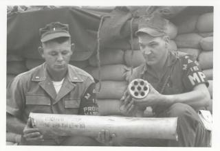 Морские пехотинцы США исследуют вражеский 122мм РС. 1969 год. www.flickr.com/photos/60868061@N04/23057030689
