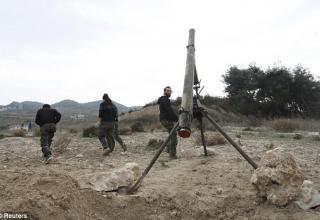 dailymail.co.uk/news/article-2862517/My-gun-bigger-gun-increasingly-outlandish-weaponry-used-wage-war-Syria.html