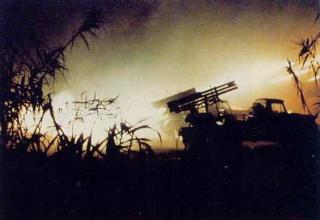 Обстрел Бейрута из трофейных BM-11. 1982 год. http://bukvoed.livejournal.com/231421.html